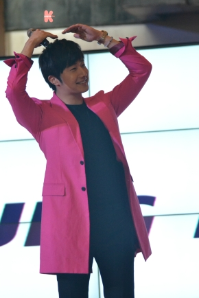 Jung Il Woo Made Heart Gesture