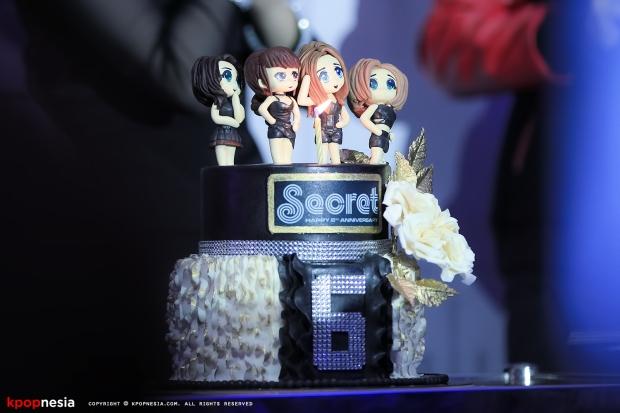 Secret-Cake-01